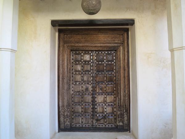 Typische Swahili-Tür.