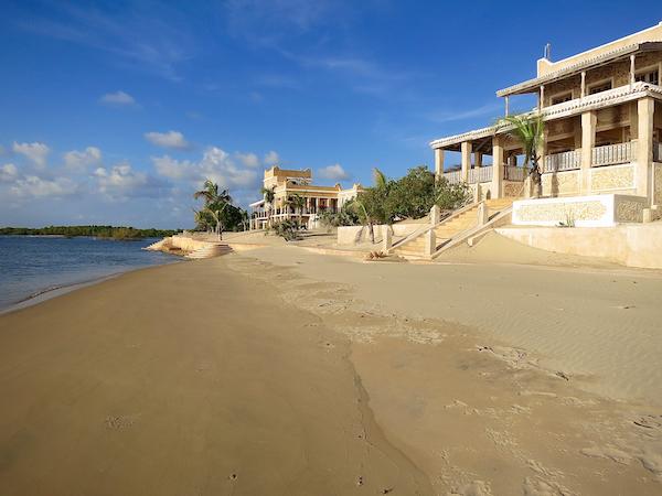 Manda ist der Nobelvorort von Lamu: Ein Palast reiht sich an die nächste Edelvilla.