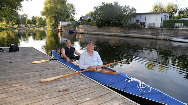Bootsbesitzer Steffen (hinten) und ich.