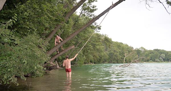 Ich versuche mich auf einer Tarzanschaukel. Mehr zeige ich nicht ...